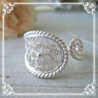 【桜・サクラ】繊細な桜の透かし細工を前面に施した大ぶりで華奢な桜模様のフリーサイズリング・silver925