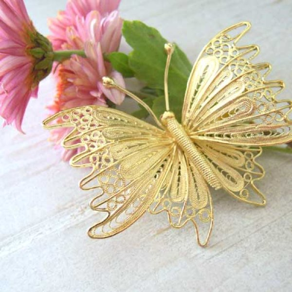 画像1: 蝶々のブローチ・ゴールド【金属アレルギーの方に配慮したニッケルフリー加工】