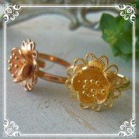 お花(5)のリング|銀線細工・フィリグリーの美しい花びらのチャームをワンポイントにしたフリーサイズリング【金属アレルギーの方に配慮したニッケルフリー加工】