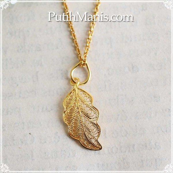 画像1: 葉っぱのゴールドチャームのネックレス|銀線細工の透かしが美しい葉脈を表現したゴールドペンダントトップ・K24K18K【金属アレルギーの方に配慮したニッケルフリー加工】