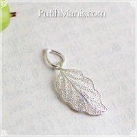 葉っぱのシルバーチャーム・ネックレス|銀線細工の透かしが美しい葉脈を表現したペンダントトップ【silver925】