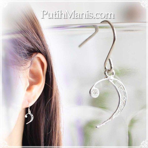 画像1: ヘ音記号の片耳ドロップピアス|銀線細工の音符チャーム【silver925】