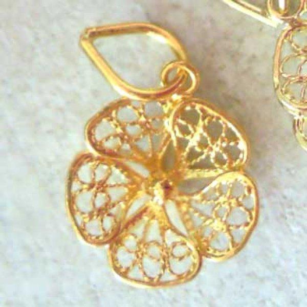 画像1: 小さなレースの花びらが可憐なスミレの花のペンダントトップ・ゴールドネックレス【金属アレルギーの方にも配慮したニッケルフリー】