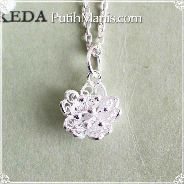 画像1: 桜のシルバーチャーム(S)|銀線細工の花びらの透かしのネックレス用ペンダントトップ【silver925】