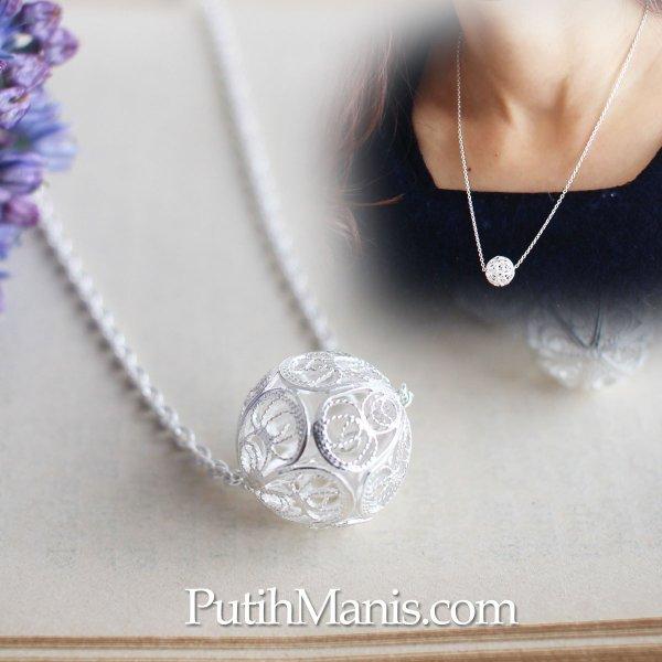 画像1: 一粒ビーズのネックレス|銀線細工の透かしが美しい大きめのビーズチャームのロングネックレス【silver925】