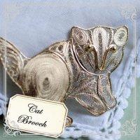 銀線を丁寧に巻いて作った子猫(ネコ)ちゃんのブローチ【フィリグリー・銀線細工パーツ(24Kゴールド・ヴェルメイユ)