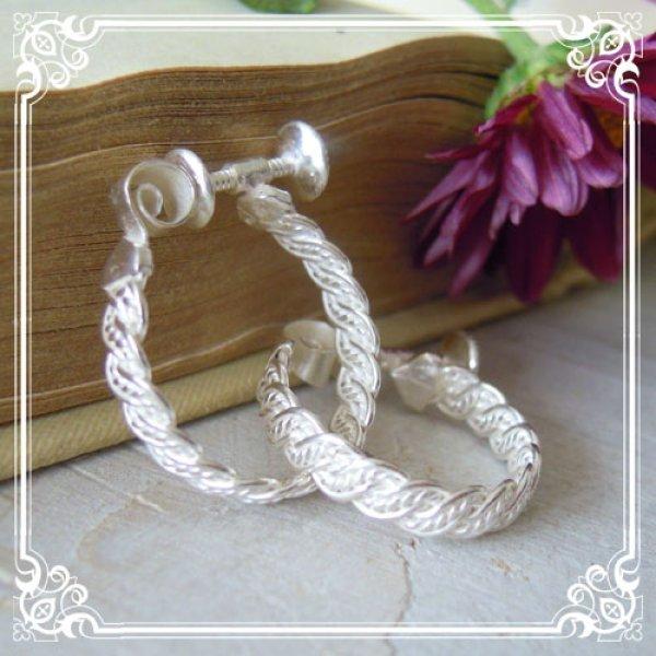 画像1: シンプルながらも凝った三つ編み細工が印象的なフープイヤリング・シルバー【silver925】