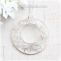 大ぶりなアラベスク模様のロングネックレス|銀線細工で蔦の葉をあしらったドーナツチャーム【silver925】