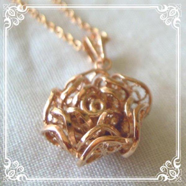 画像1: ローズチャームネックレス|銀線細工で作った繊細な透かしの花びらを重ねた美しい薔薇・バラのゴールドネックレス【金属アレルギーの方に配慮したニッケルフリー加工】