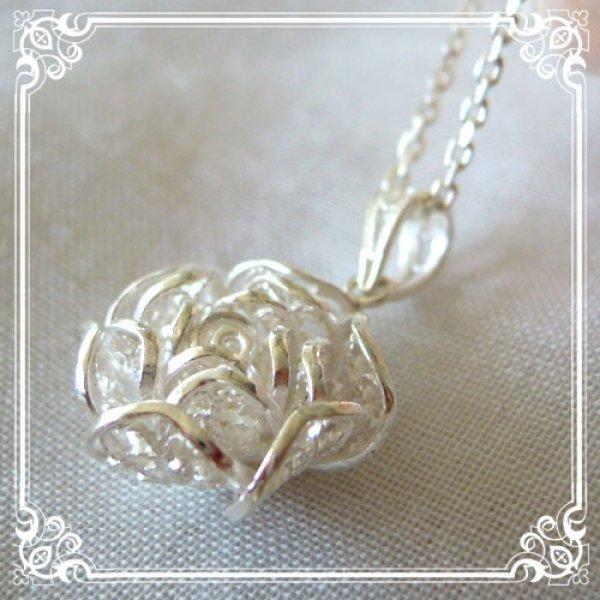画像1: ローズチャームネックレス|銀線細工で作った繊細な透かしの花びらを重ねた美しい薔薇・バラのシルバーネックレスsilver925