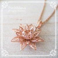 蓮の花のネックレス(M3)|蓮の花をモデルに軽やかに表現したチャーム【金属アレルギーの方に配慮したニッケルフリー加工】