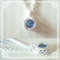 サファイヤ一粒石のシルバーネックレス|9月誕生石の天然サファイヤ、神秘的な青い色の石を銀線細工で包んだネックレス【silver925】