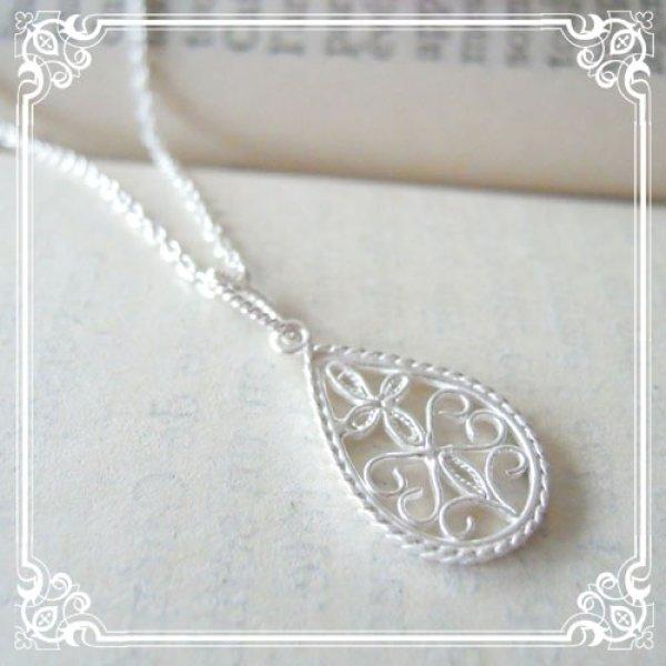 画像1: しずくのチャームのネックレス クラシカルな文様を銀線細工で表現したアンティーク風のチャームのミディアム丈ネックレス【silver925】
