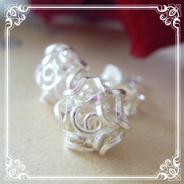 画像1: 透かしの花びらを何枚も重ねて表現しました。ローズ・薔薇のピアスsilver925【フィリグリー・銀線細工】