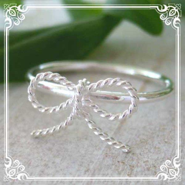 画像1: シンプルリボンの極細リング 銀線細工のツイストワイヤーのリボンをのせたシルバーリング【silver925】