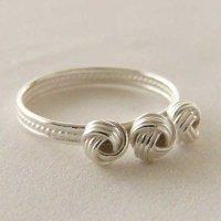 くるみボタンのリング|銀線細工・フィリグリーのリボンを巻いたワンポイント極細リング・silver925