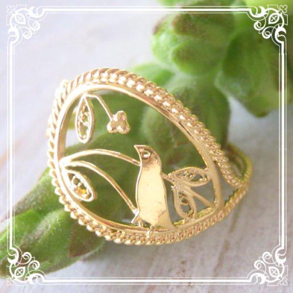 画像1: 小鳥のリング|森で木の実をついばむ小鳥の姿がハッピーなフリーサイズリング【金属アレルギーの方に配慮したニッケルフリー加工】