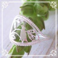 小鳥のリング|森で木の実をついばむ姿がハッピーなフリーサイズリング【silver925】