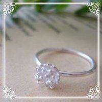 桜の花のシンプルリング|シンプル極細リングに小さな【SAKURA・サクラ】の花を乗せた可愛いリング。【silver925】