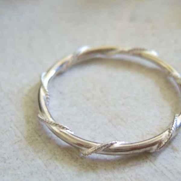 画像1: ねじりワイヤーの極細リング シンプルプレーンリングに極細ワイヤーを巻きつけた面白デザイン【silver925】